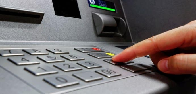 كيفية إجراء المعاملات البنكية خلال إجازة عيد الفطر؟