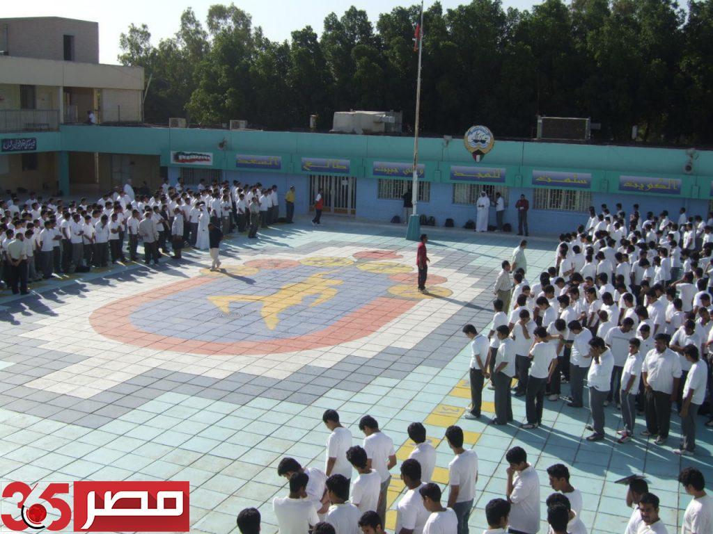 صورة صحيفة كويتية: إيقاف تجديد إقامة المعلمين العالقين في الخارج